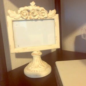 Antique- look photo stand - Ivory